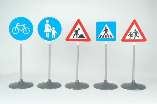Set consisting of 5 different traffic signs